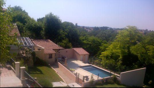 Vue du studio en contrebas de la Maison et de la piscine